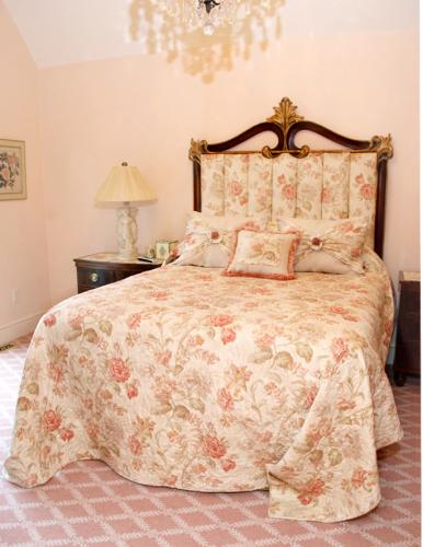 Pink-roses-bed-684x1024